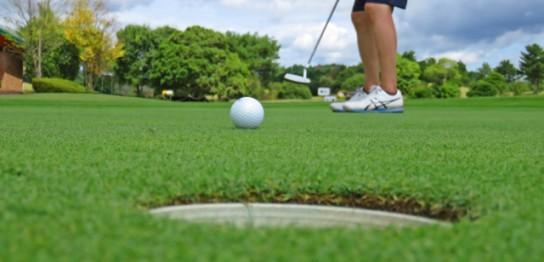 ゴルフのアプローチで面白いほど寄せることができる打ち方